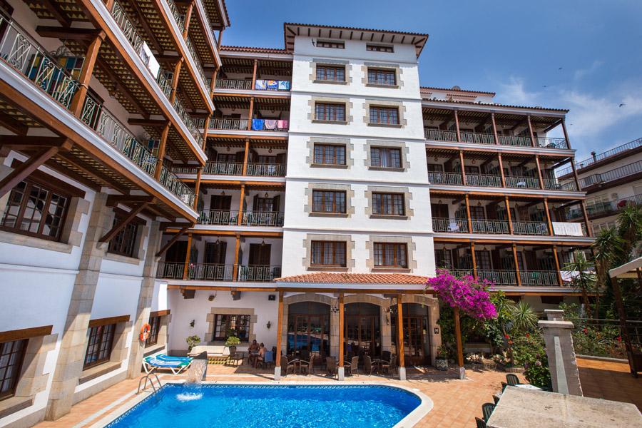 12cf1-hotel-la-carolina-lloret-de-mar--12-.jpg